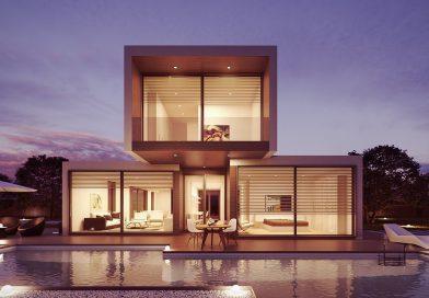 nieruchomość - nowoczesny dom, duże okna, ciemne niebo