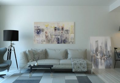 mieszkanie zakupione na kredyt hipoteczny. Kanapa, obraz, dywan, lampa, wszystko w jasnych kolorach